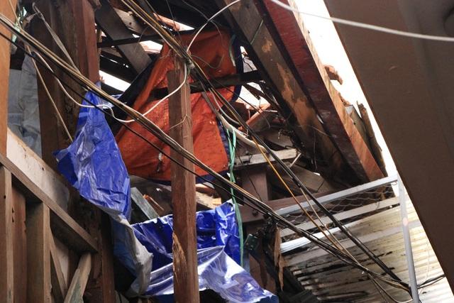 Người dân sống cạnh khu nhà khách Tỉnh ủy Lai Châu số 49 Phan Bội Châu này cho biết, căn nhà này đã xuống cấp rất trầm trọng, có thể đổ sập bất cứ lúc nào.