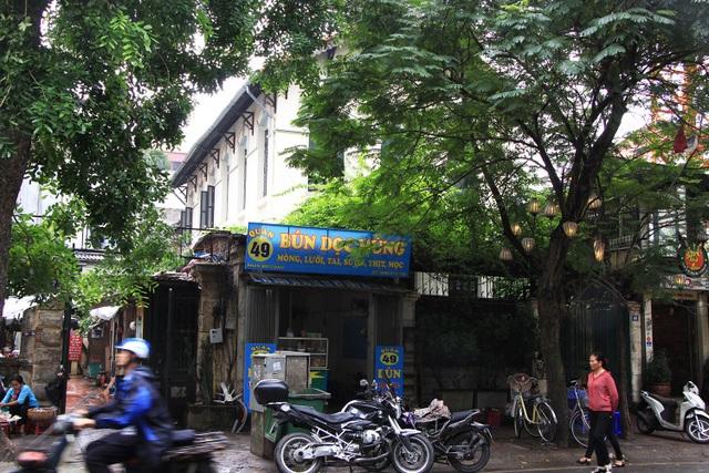 Con ngõ số 49 Phan Bội Châu, Hà Nội, nơi dẫn vào Nhà khách Tỉnh ủy Lai Châu.
