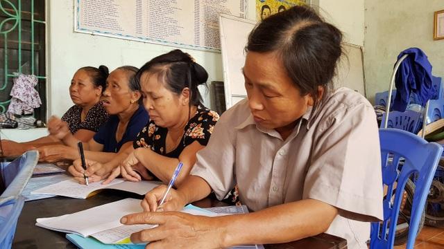 Lớp học về kĩ thuật chăn nuôi cho bà con nhân dân tại Thị xã Phú Thọ (Phú Thọ).