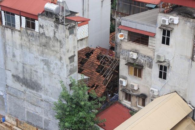 Nhà khách Tỉnh ủy Lai Châu  có địa chỉ tại số 49 Phan Bội Châu, Hà Nội bị bỏ hoang nhiều năm.