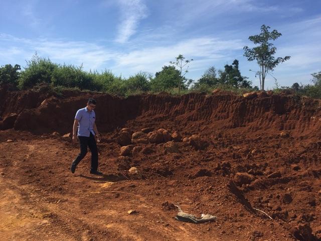 Hiện trường khu khai thác đất trái phép