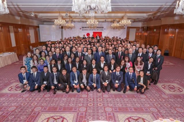 Các học viên và khách mời tham gia buổi giao lưu
