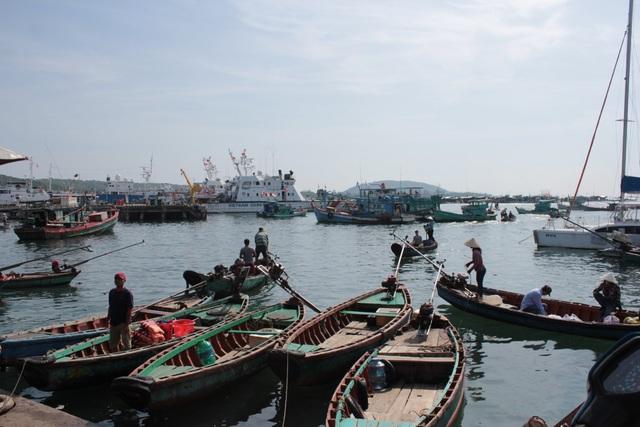 Hoạt động tàu thuyền tấp nập tại cảng biển An Thới