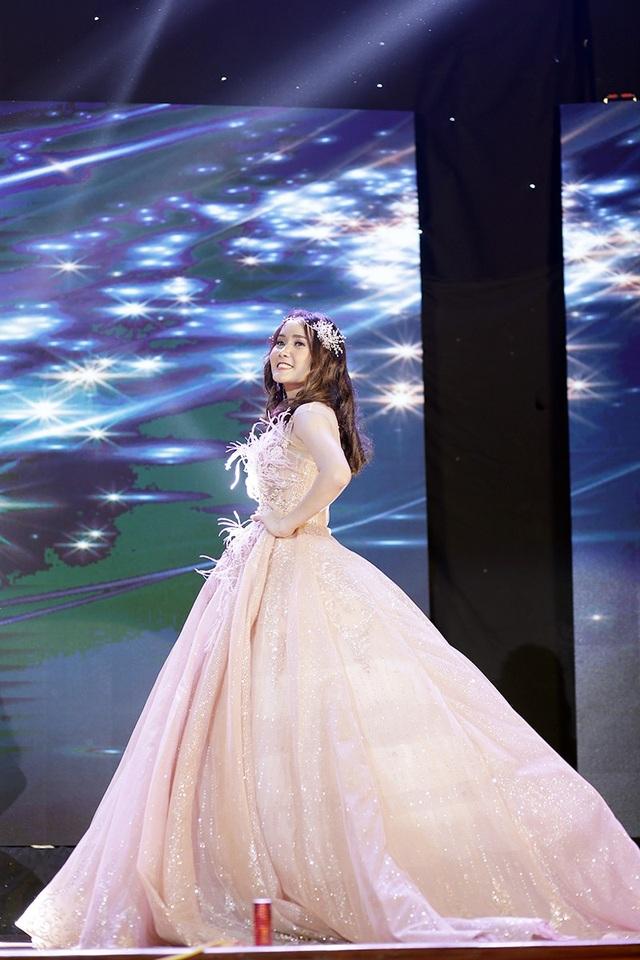 Hoàng Mai Linh giành cú đúp: Miss Nhân ái và Miss bikini