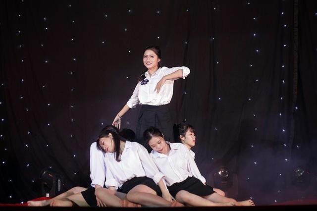 Hoa khôi tài năng Hà Thảo Anh trình diễn lại điệu nhảy sôi động đã gây ấn tượng trong đêm bán kết