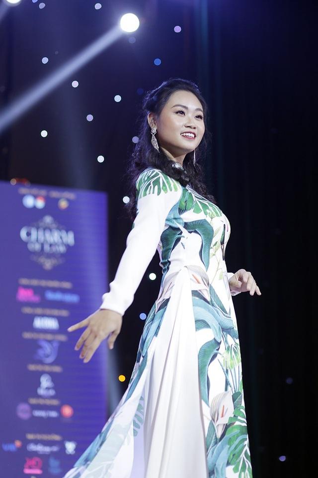 Á khôi 1 Phạm Thị Hương Giang cũng là thí sinh được trao giải Miss Trí tuệ chung cuộc