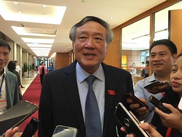 Chánh án TAND Tối cao Nguyễn Hoà Bình thông tin bên hành lang Quốc hội sáng 13/11