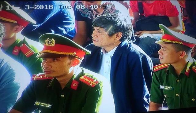 Bị cáo Nguyễn Thanh Hóa trong phiên tòa sáng nay.