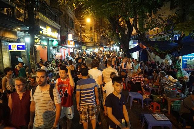 Hà Nội đang thí điểm cho một số nhà hàng, quán bar hoạt động đến 2h sáng nhằm thu hút khách du lịch