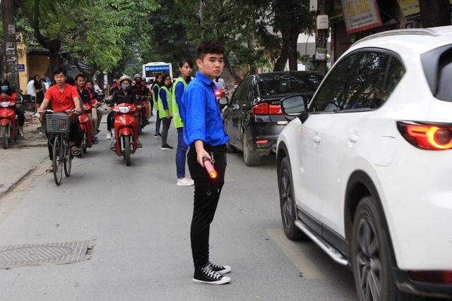 Việc phân làn giao thông được thực hiện từ 16h-18h30 tối hàng ngày.