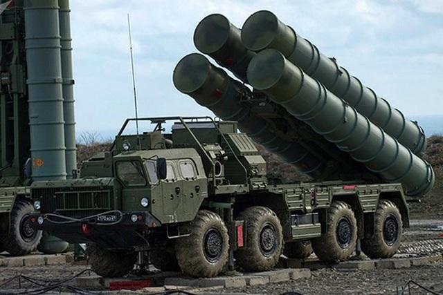 Tổ hợp tên lửa phòng không tầm xa S-400 của Nga