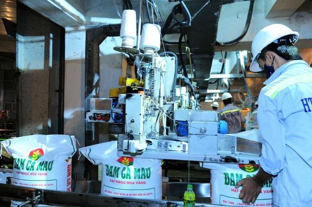 Sản xuất phân bón tại Nhà máy Đạm Cà Mau