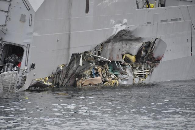 Cú va chạm tuy không khiến tàu dầu hư hại, song khiến tàu chiến Na Uy bị thủng một lỗ lớn trên thân tàu, khiến nước chìm vào bên trong, kéo con tàu nghiêng và chìm dần.