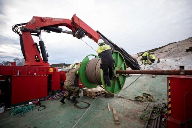 Một chuyên gia về hàng hải ước tính, khoảng 80% trang thiết bị của KNM Helge Ingstad sẽ buộc phải thay thế sau vụ va chạm gây hư hại nặng này. Điều này làm dấy lên hoài nghi về việc liệu Na Uy có đưa con tàu hoạt động trở lại hay không.