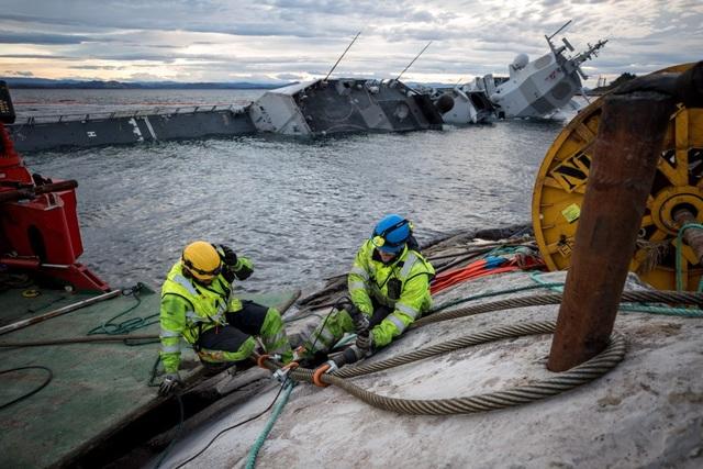 Tôi nghi ngờ việc con tàu sẽ được khôi phục lại như bình thường. Con tàu đã bị phá hủy bởi các vỉa đá, Erik Tveten, chuyên gia về hàng hải với 35 năm kinh nghiệm, nhận định.