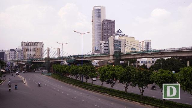 """Cầu Điện Biên Phủ là điểm nhấn trên tuyến metro số 1 với kết cấu dây văng. Từ đây, tuyến metro """"thoát khỏi"""" trục đường xa lộ Hà Nội và hướng về trung tâm thành phố"""