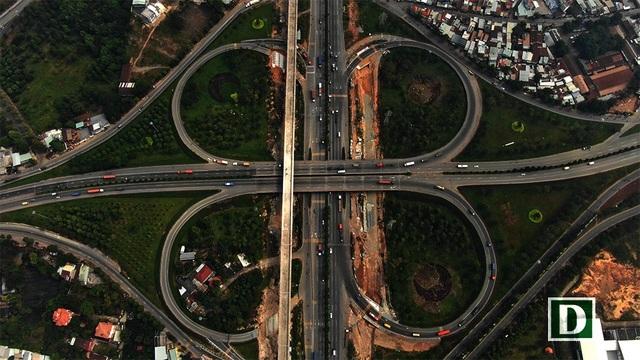 Đoạn metro trên cao khu vực nút giao thông trạm 2 – Khu Công nghệ cao TP