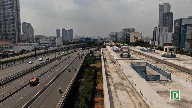 Nhà ga Tân Cảng bên cạnh cầu Sài Gòn