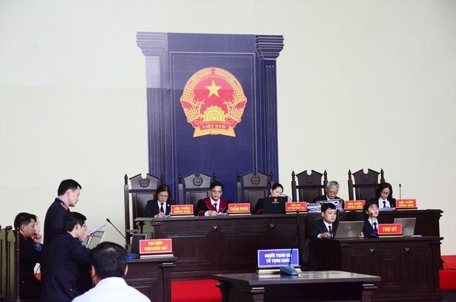 Đại diện VKS tiếp tục công bố cáo trạng trong phiên xét xử chiều nay (13/11).
