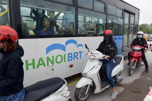 """Buýt nhanh BRT ở Hà Nội thành """"xe buýt chậm"""" vì ùn tắc - 4"""
