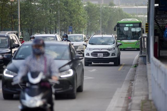 """Buýt nhanh BRT ở Hà Nội thành """"xe buýt chậm"""" vì ùn tắc - 13"""