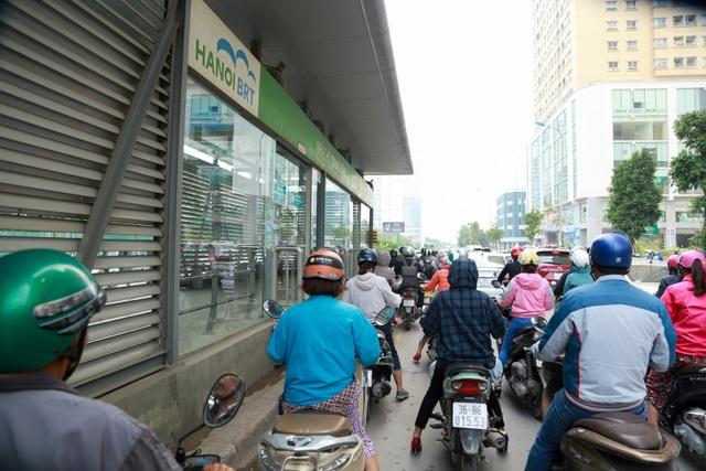 """Buýt nhanh BRT ở Hà Nội thành """"xe buýt chậm"""" vì ùn tắc - 8"""