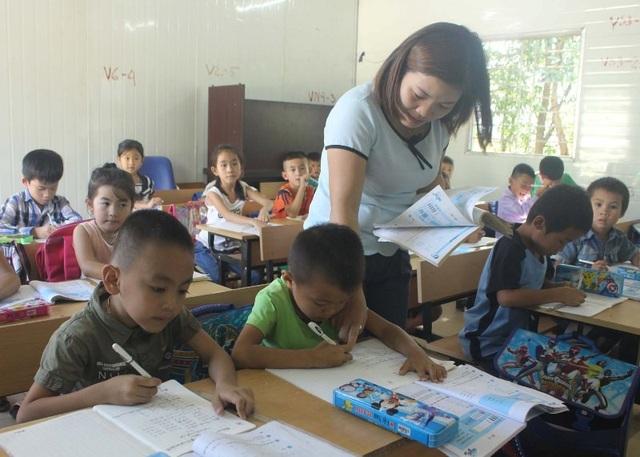 Hơn 300 học sinh của trường Tiểu học Trung Sơn đang phải học trong điều kiện tạm bợ.
