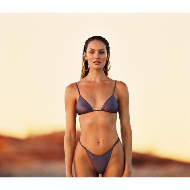 Siêu mẫu Nam Phi vừa là nhà thiết kế, vừa là người mẫu cho bộ sưu tập này