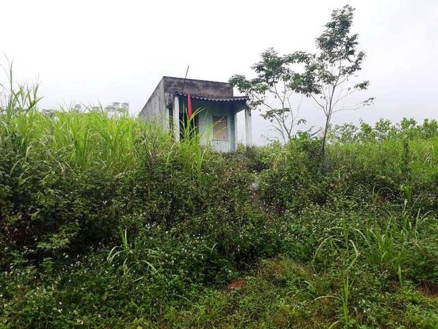 Những ngôi nhà bỏ hoang không một bóng người.