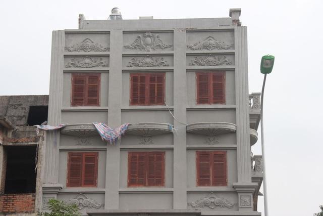 3 bức tường trang trí trên tầng 5 đã được tháo dỡ hoàn toàn.