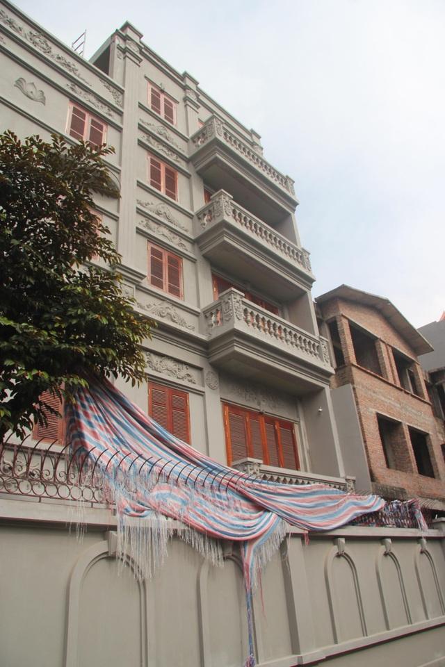 Sau 8 tháng, nhiều sai phạm của căn biệt thự vẫn giữ nguyên hiện trạng.