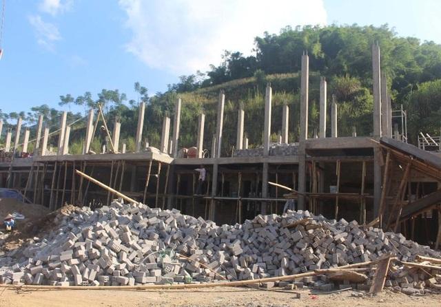 Ngôi trường mới đang được gấp rút xây dựng.