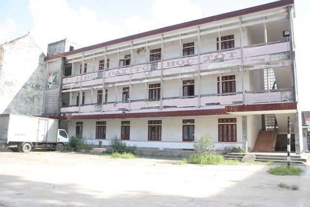 Khu vực dãy nhà học của trường THPT Chuyên Hà Tĩnh bị bỏ hoang