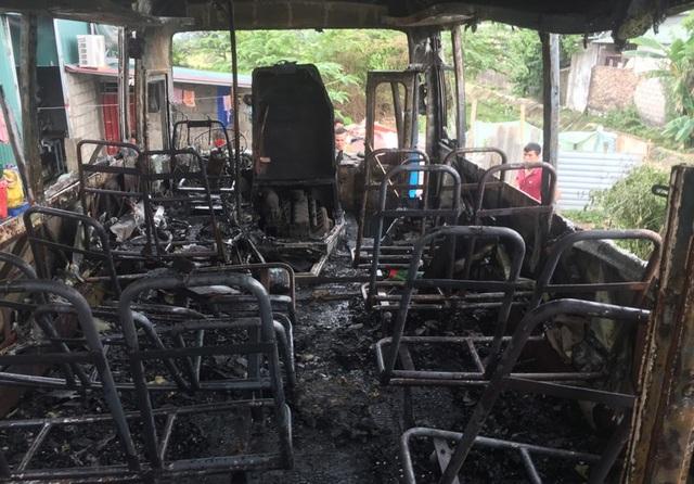 Chiếc xe bị ngọn lửa thiêu rụi gây hư hỏng nặng.