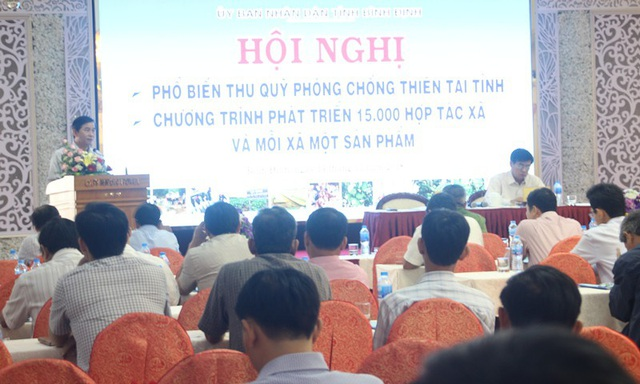 Phó Chủ tịch UBND tỉnh Bình Định Trần Châu phê bình cán bộ đang họp giữa chừng bỏ ra về.