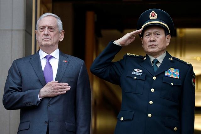 Bộ trưởng Quốc phòng Mỹ James Mattis đón người đồng cấp Trung Quốc Ngụy Phụng Hòa tại Virginia ngày 9/11. (Ảnh: Reuters)