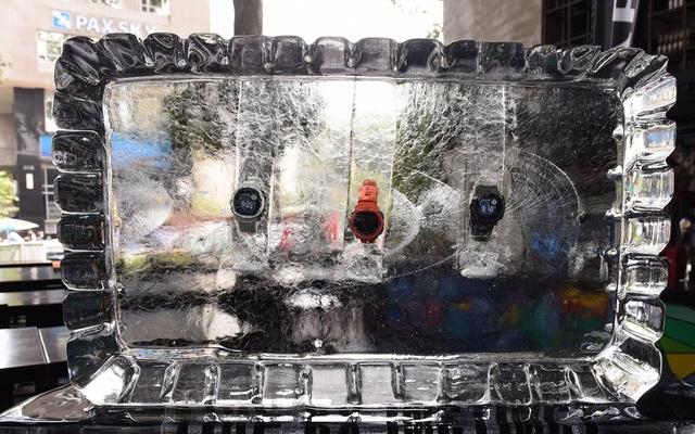 Đồng hồ Garmin Instinct ngâm trong nước đá -20 độ C