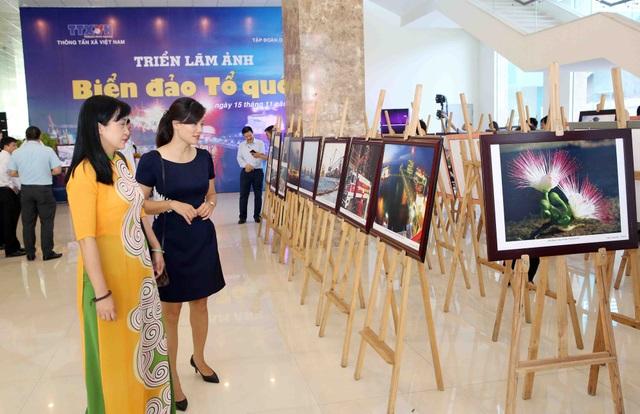 Triển lãm ảnh Biển đảo Tổ quốc do TTXVN phối hợp Tập đoàn Dầu khí Việt Nam tổ chức