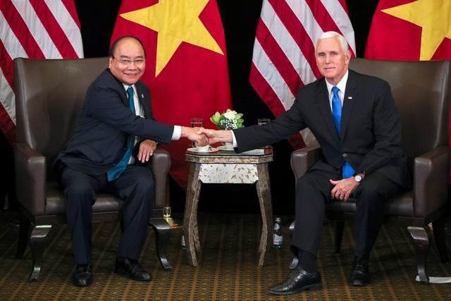 Thủ tướng Nguyễn Xuân Phúc tiếp Phó Tổng thống Mỹ Mike Pence ngày 14/11. (Ảnh: Reuters)