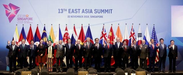 Ngoài Hội nghị Cấp cao ASEAN, một loạt các hội nghị câp cao khác cũng diễn ra như Hội nghị Cấp cao lần thứ 2 các nước tham gia đàm phán Hiệp định Đối tác kinh tế toàn diện khu vực (RCEP), Hội nghị Cấp cao ASEAN+3, Hội nghị Cấp cao giữa ASEAN với Mỹ, Trung Quốc, Nhật Bản, Hàn Quốc, Nga. Hội nghị Cấp cao Đông Á lần thứ 13 diễn ra tại Singapore ngày 15/11. (Ảnh: Reuters)