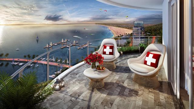 Ban công rộng, hướng biển trực diện tại Swisstouches La Luna Resort mang lại tầm nhìn đắt giá