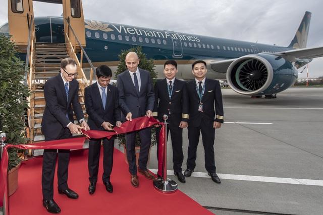 """Vietnam Airlines """"trình làng"""" máy bay Airbus 321neo hiện đại nhất - 1"""