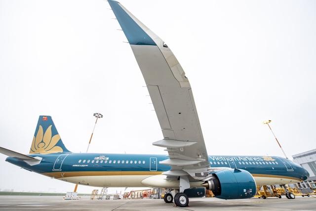 Máy bay trang bị động cơ đời mới PW1100G-JM từ Pratt & Whitney. Kết hợp động cơ mới với công nghệ đầu cánh cong Sharklet, A321neo giảm 15% lượng nhiên liệu tiêu hao tính trên mỗi ghế khi máy bay được đưa vào khai thác, và tiếp tục giảm đến 20% tính trên mỗi ghế vào năm 2020 thông qua những cải tiến về cabin và hiệu suất.