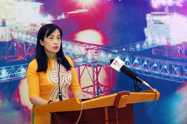 Bà Nguyễn Việt Nga - Phó Trưởng Ban Truyền thông và Văn hóa doanh nghiệp, Tập đoàn Dầu khí Việt Nam phát biểu tại lễ khai mạc