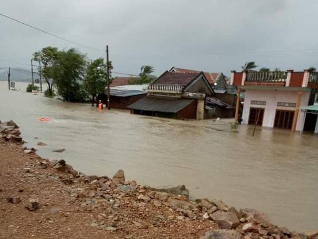Hình ảnh người dân ghi lại cảnh ngập lụt năm 2017 (ảnh người dân cung cấp)