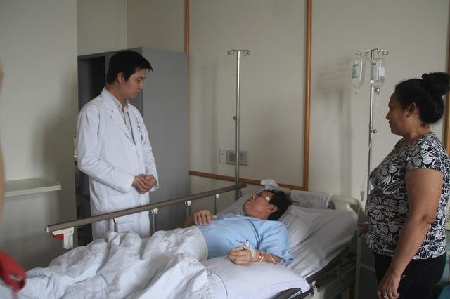 Bệnh nhân Linh hiện đang được các bác sĩ tiếp tục chăm sóc sau ca phẫu thuật