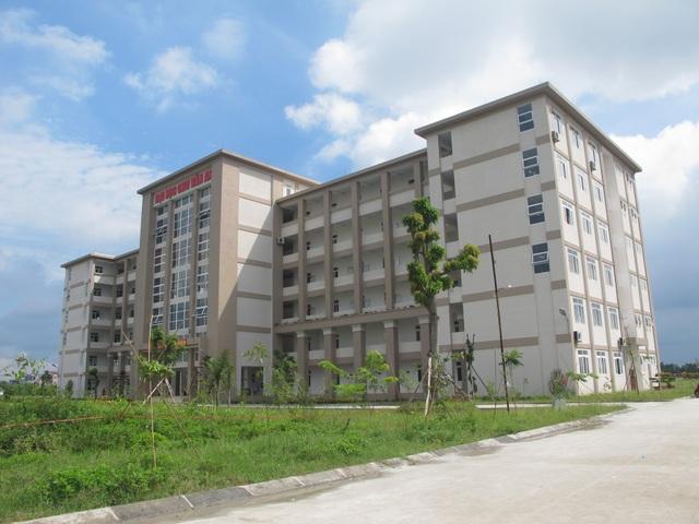 Điều lệ trường đại học hiện hành có đủ hành lang pháp lý giải quyết vụ việc nhưng UBND tỉnh Hưng Yên lại đẩy trách nhiệm lên Chính phủ, Bộ GD-ĐT.