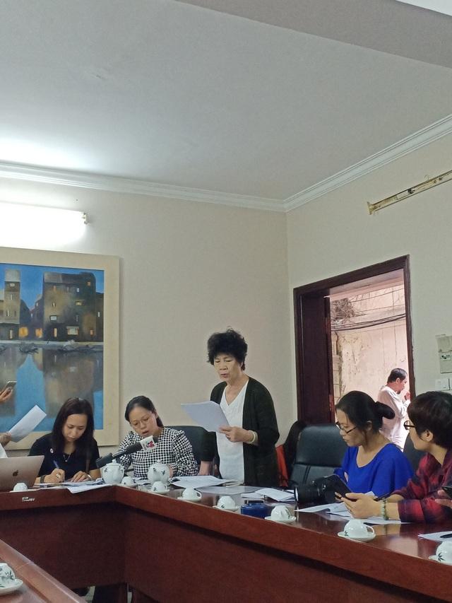 Nhà biên kịch Nguyễn Thị Hồng Ngát tại buổi gặp gỡ phóng viên sáng 14/11. Ảnh: Tùng Long.