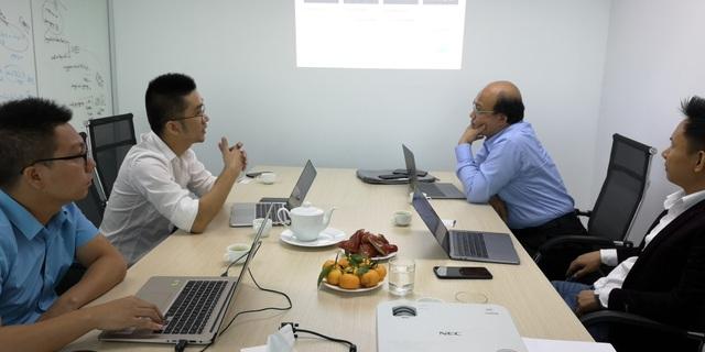 Hội đồng chấm thi Nhân tài Đất Việt 2018 khảo sát các sản phẩm lọt vào Chung khảo thuộc lĩnh vực CNTT ngày 15/11.