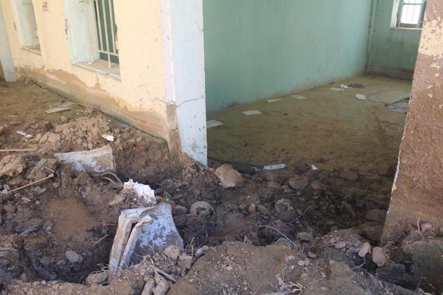 Trường Tiểu học Trung Sơn bị bùn đất vùi lấp, xóa sổ.